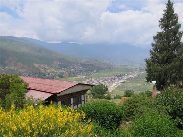 高台から見たパロ谷