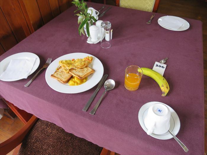 ドゥクチェンホテルの朝食