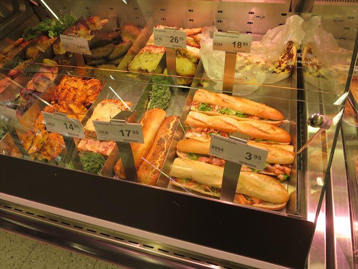 スーパーで売られる惣菜