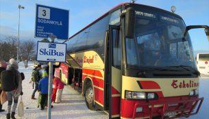 ロヴァニエミからサーリセルカへのバス