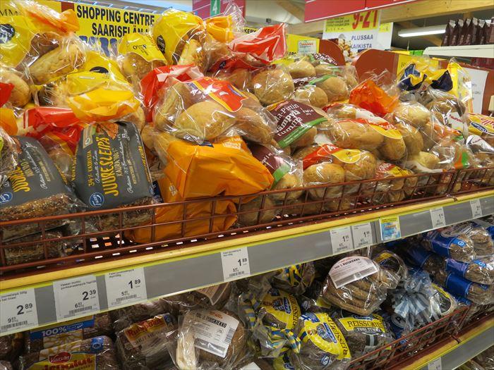 スーパーで売られるパン類