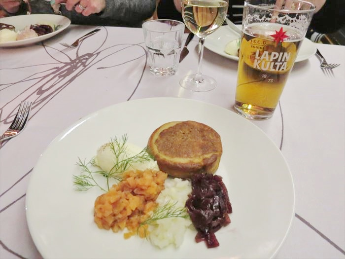 ホテル・リエコンリンナの夕食 ブリニ