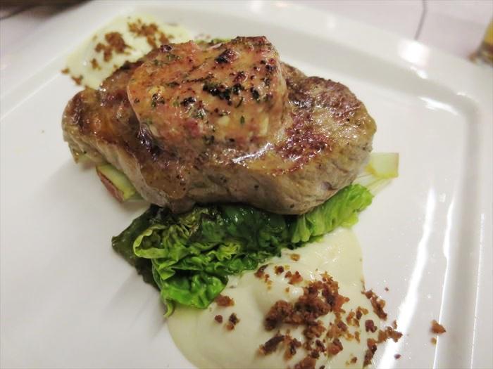 ホテル・リエコンリンナの夕食 メインの肉