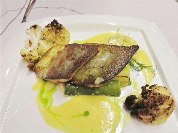 ホテル・リエコンリンナの夕食 メインの魚
