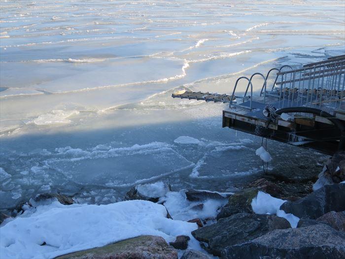 3月の海は氷が浮かぶ