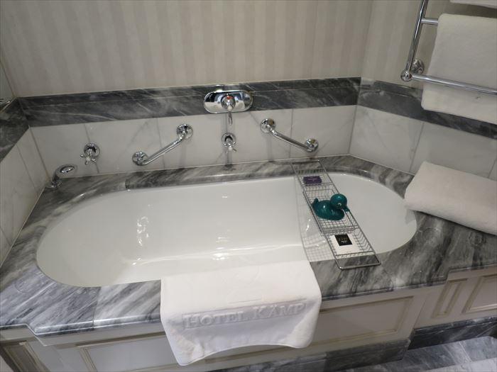 ホテル カンプのバスルーム