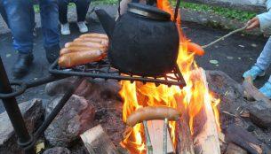 焚き火でお湯を沸かす