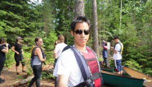各国の観光客が参加するカヌーツアー