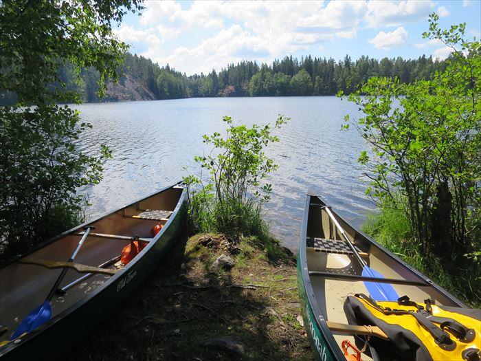 ヌークシオの湖とカヌー