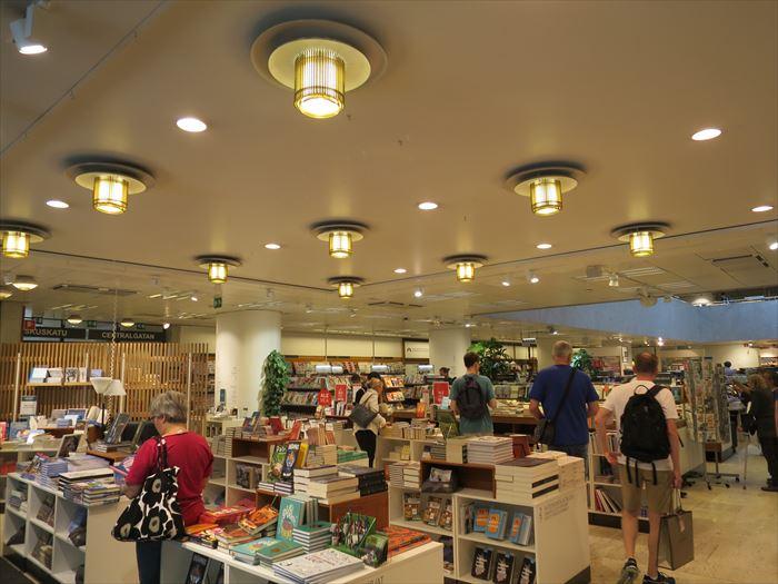 アカデミア書店の内部