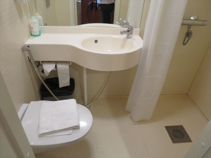 オメナホテルのバスルーム