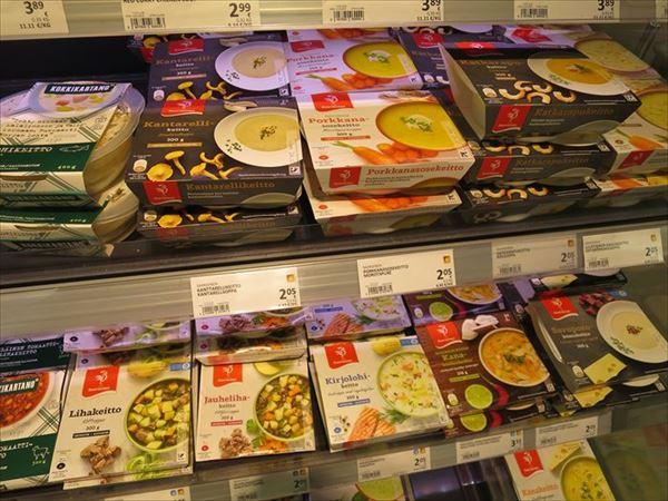 スーパーで売られるレトルト食品