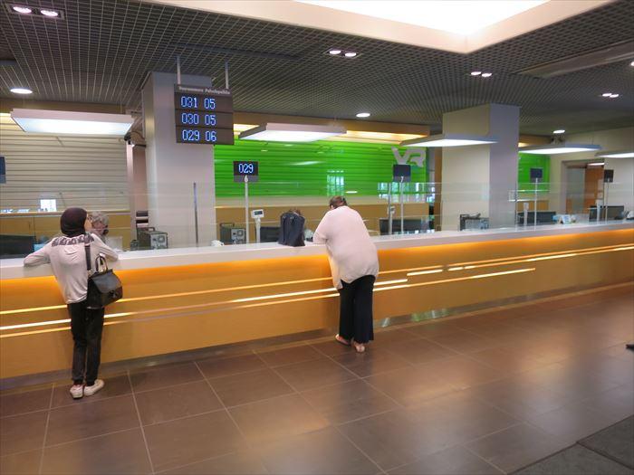タンペレ駅のカウンター