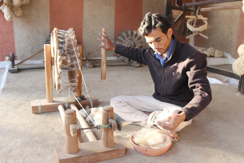 カッチ地方 ブジョディ村 ヴァンカル家の糸紡ぎ
