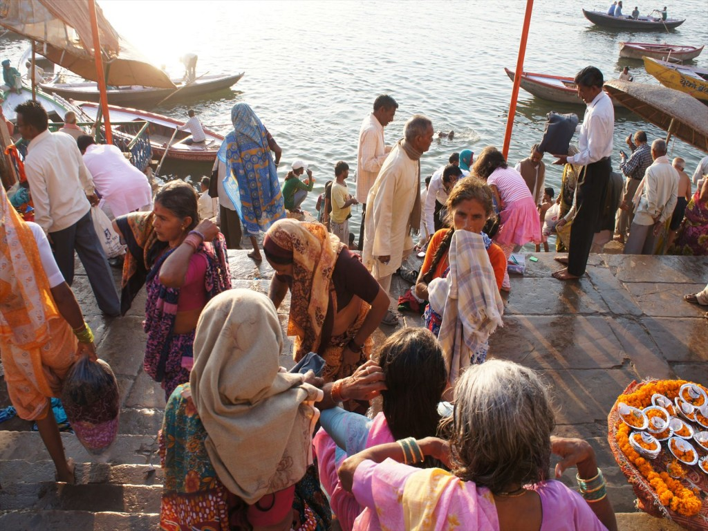 ガンジス川に集まる人々