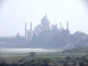 アグラ城から見たタージマハル