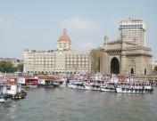 ムンバイのタージマハルホテルとインド門