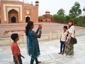 インド人の子供と記念撮影