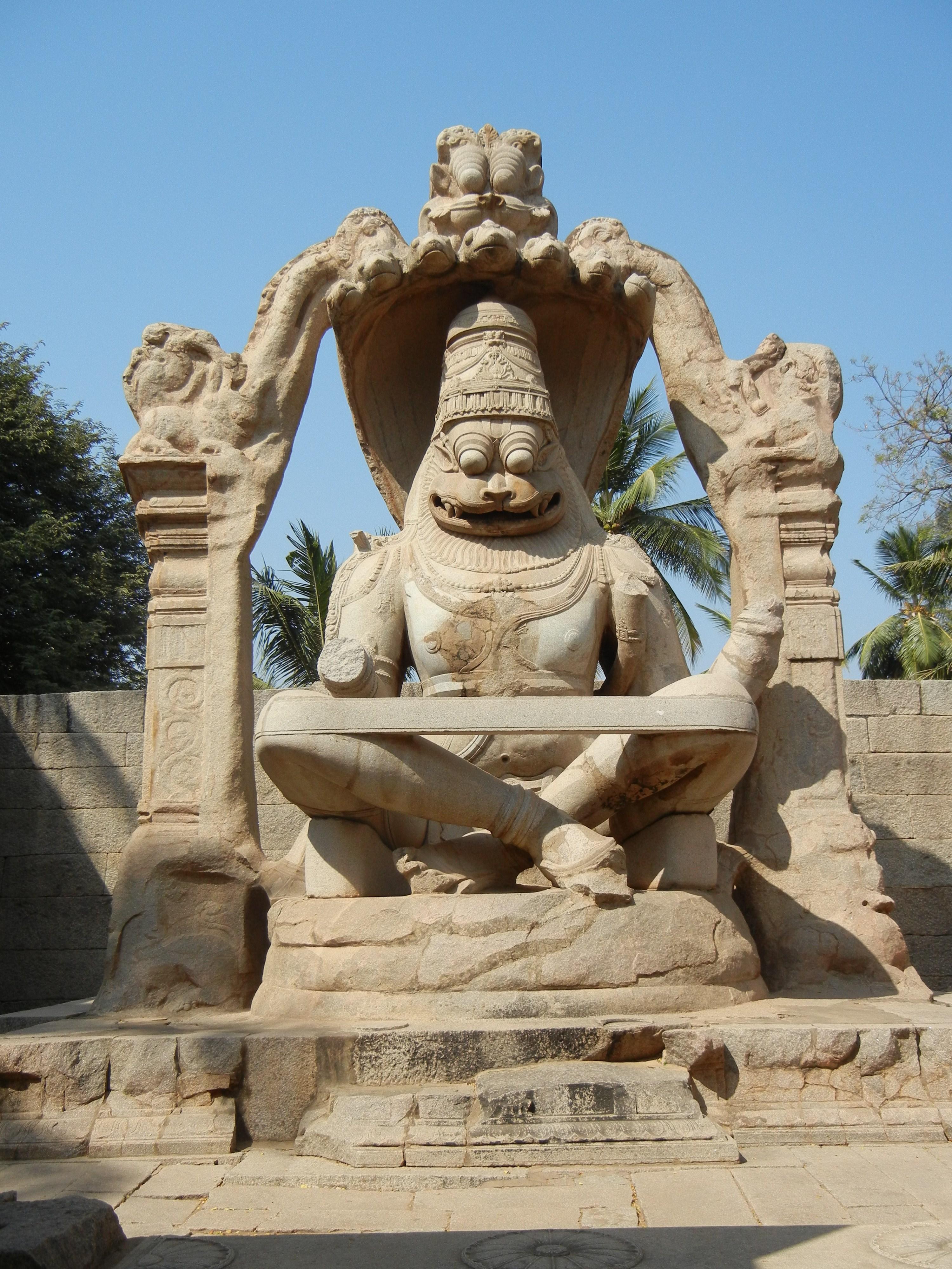 ハンピ・ナラシンハ像