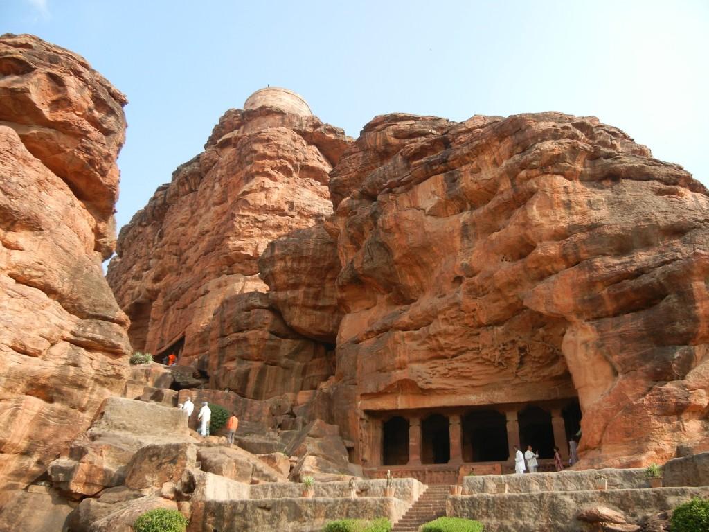 バーダミ石窟寺院