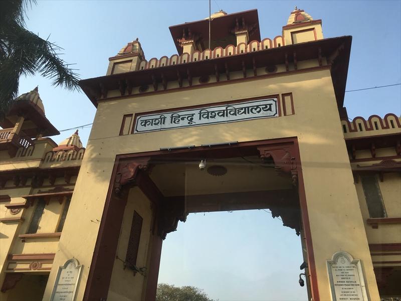 新ヴィシュワナート寺院(New Vishwanath Temple)があるバラナシヒンドゥー大学(BHU)の入口