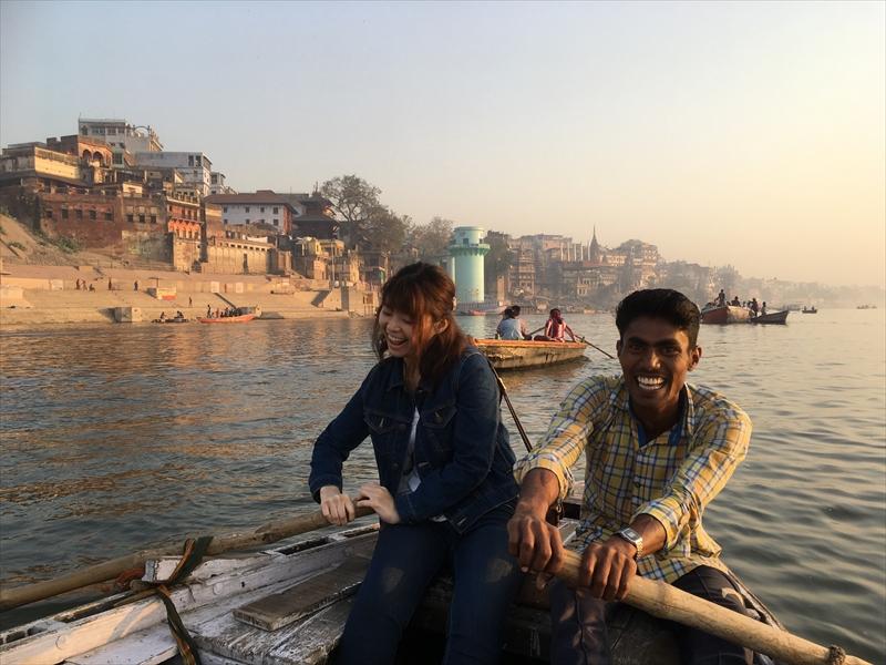 インド・バラナシのガンジス川でボート漕ぎを体験!!!翌日の筋肉痛がすごかった。。。
