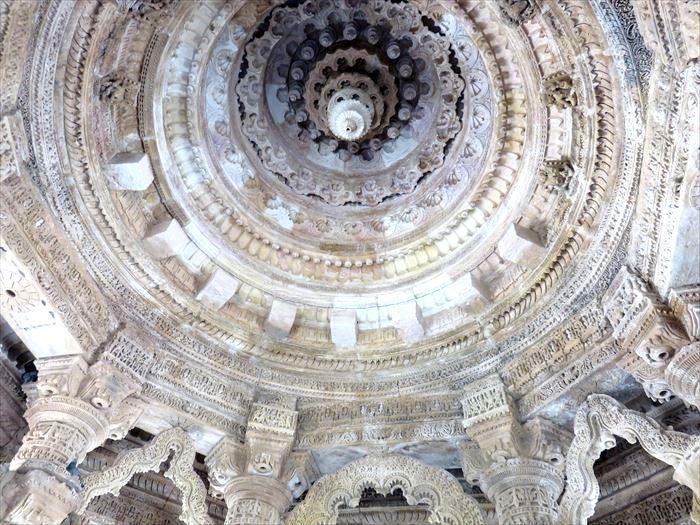 モデラ―のスーリヤ寺院