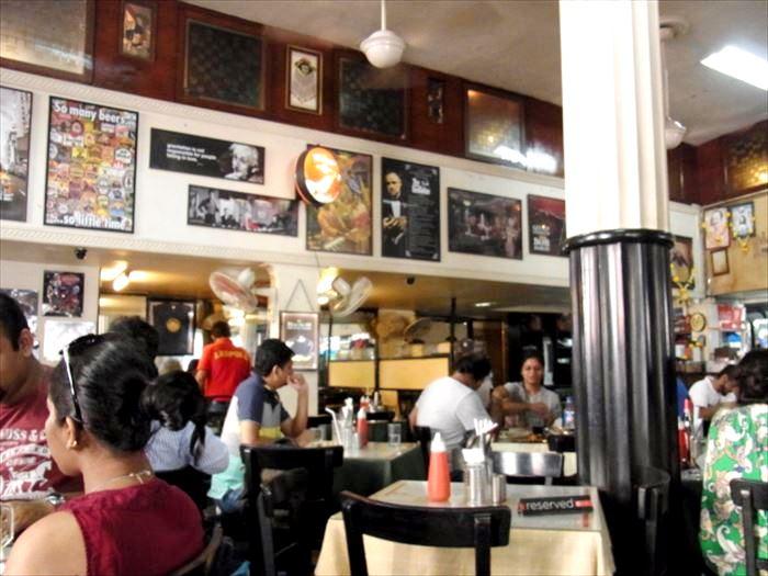 ムンバイのレオポルド・カフェ