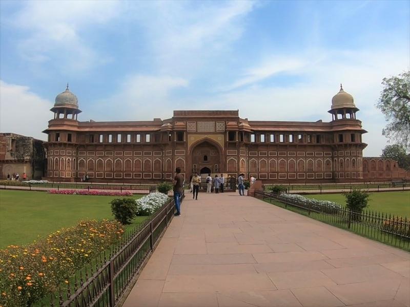 「ジャハーンギール宮殿(Jahangir Mahal)」左右対称に建てられている美しい建物