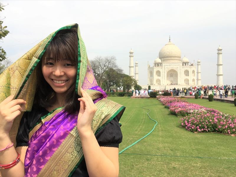 タージマハル観光の際は、インド伝統民族衣装のサリーを着て、おしゃれに♡