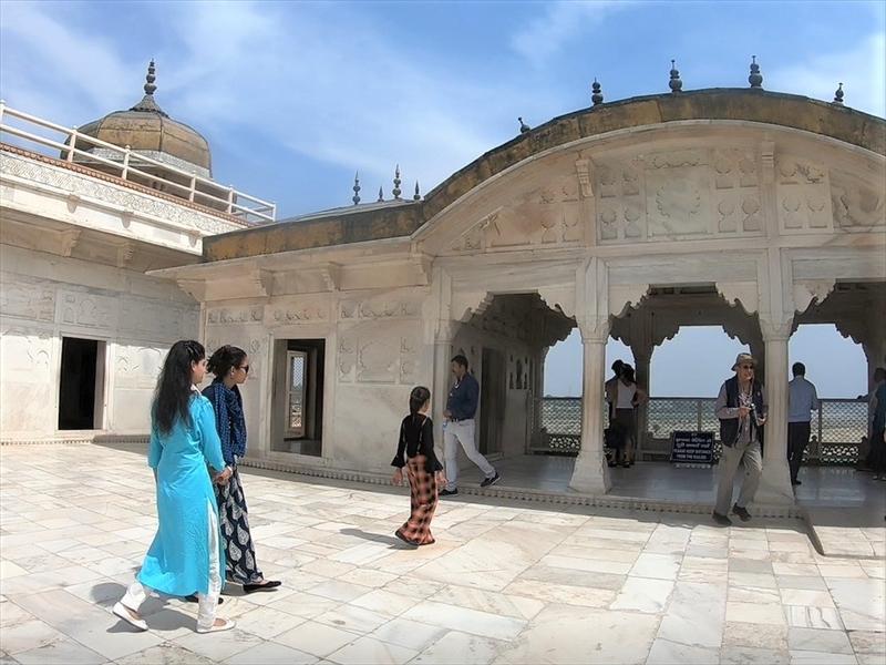 カースマハル(娘たちの寝殿)ここからもタージマハルが見えます。