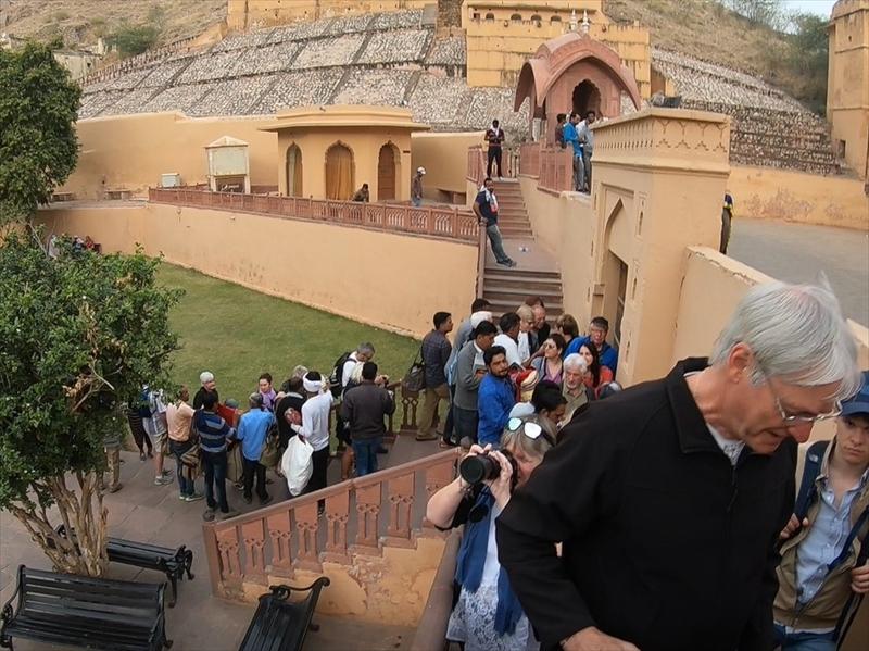 世界中の観光客から大人気!!!「象のタクシー」朝早く言ったにも関わらず、既に多くの人が並んでいました。