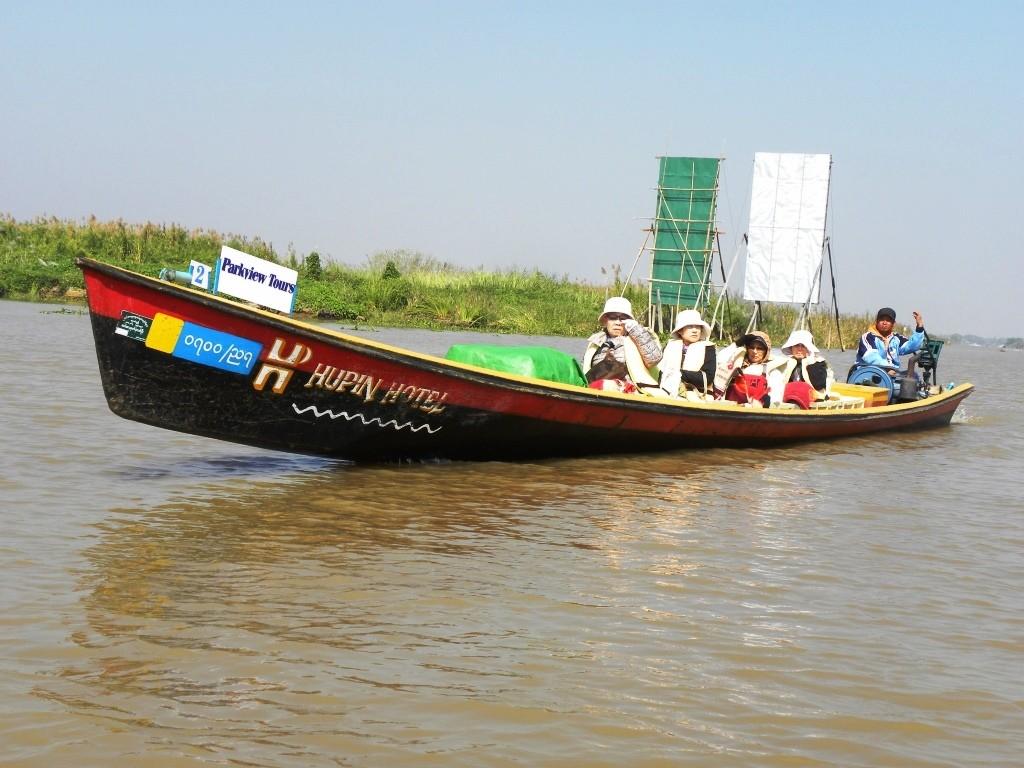 ミャンマーのボートクルーズ