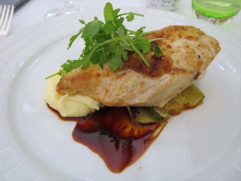 チキンソテーとマッシュポテト クロアチアの食事