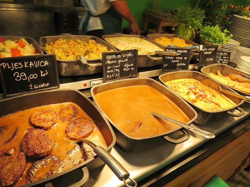 サービスエリアのレストラン クロアチアの食事
