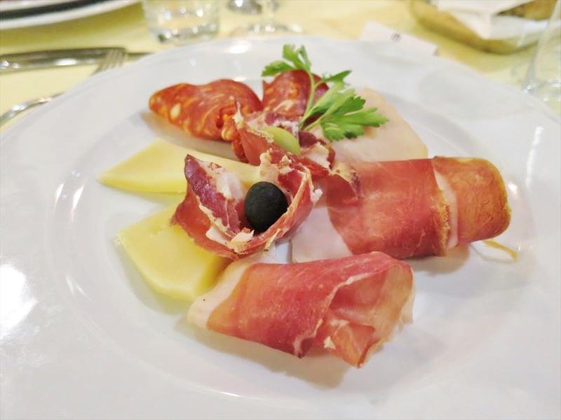生ハムとチーズ クロアチアの食事