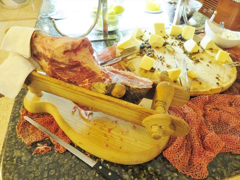 伝統的なクロアチアの食事 生ハム