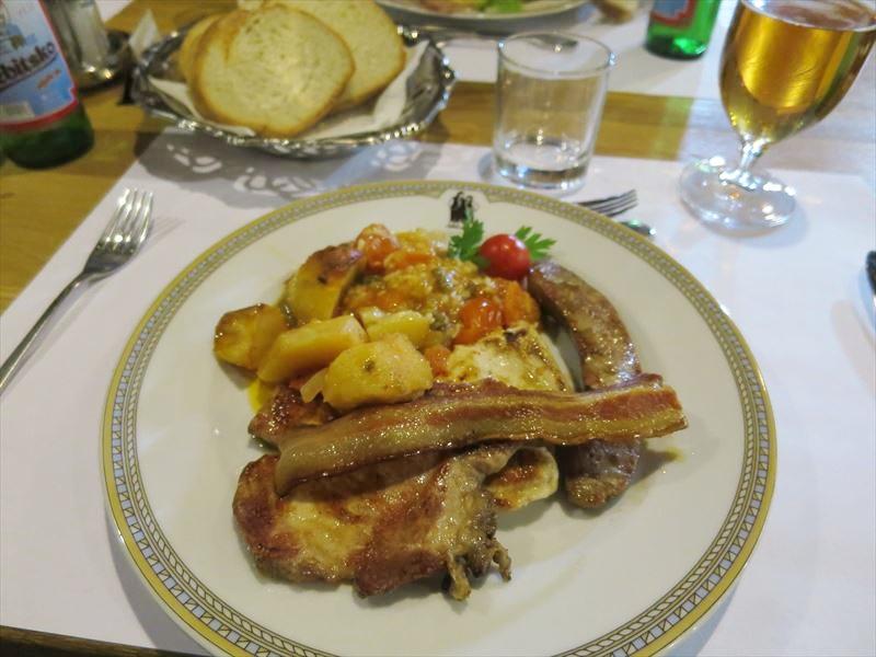 ミックスグリル クロアチアの食事
