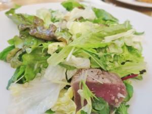 クロアチアマグロの燻製サラダ