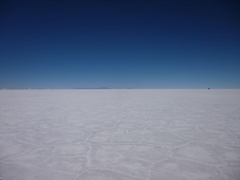 ウユニ塩湖は真っ平