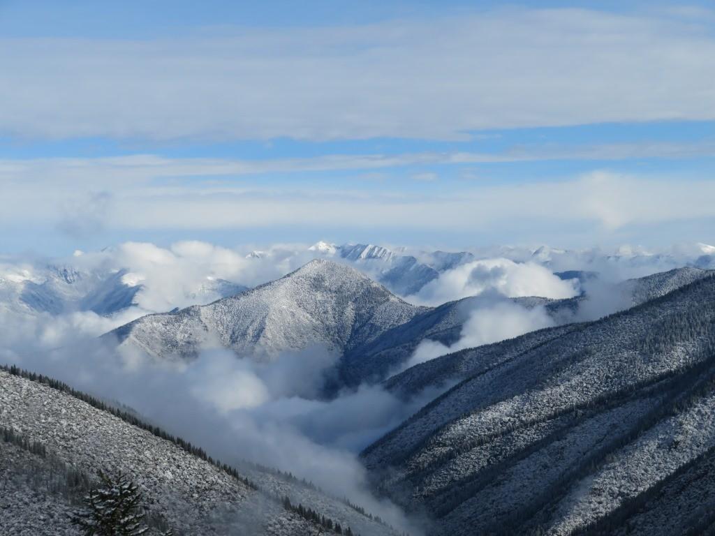 冠雪した山々