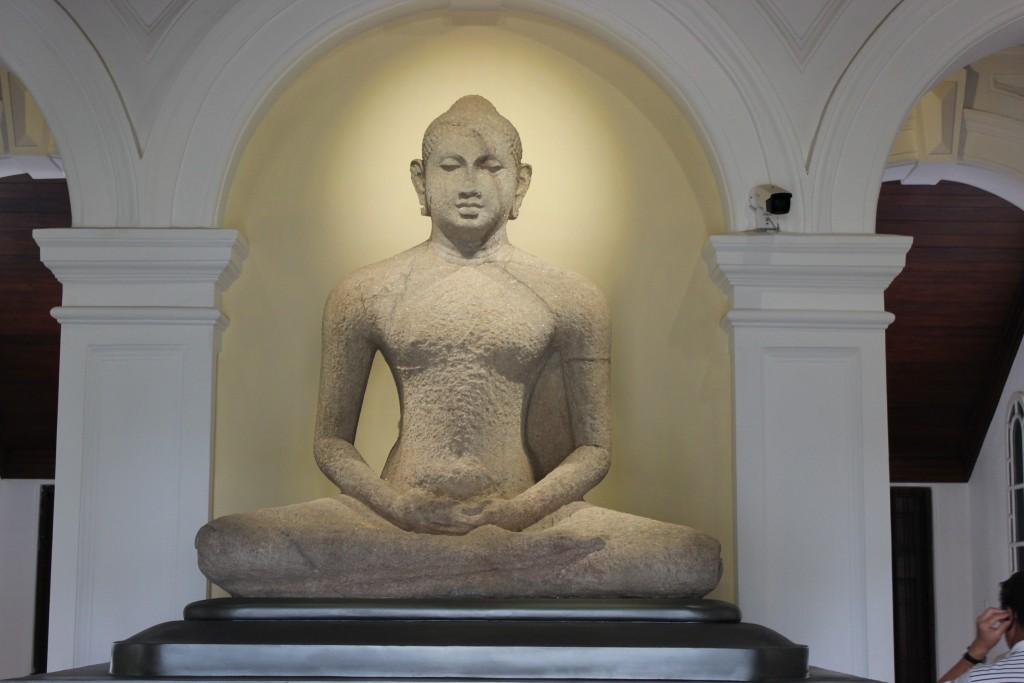 コロンボ国立博物館にある仏像