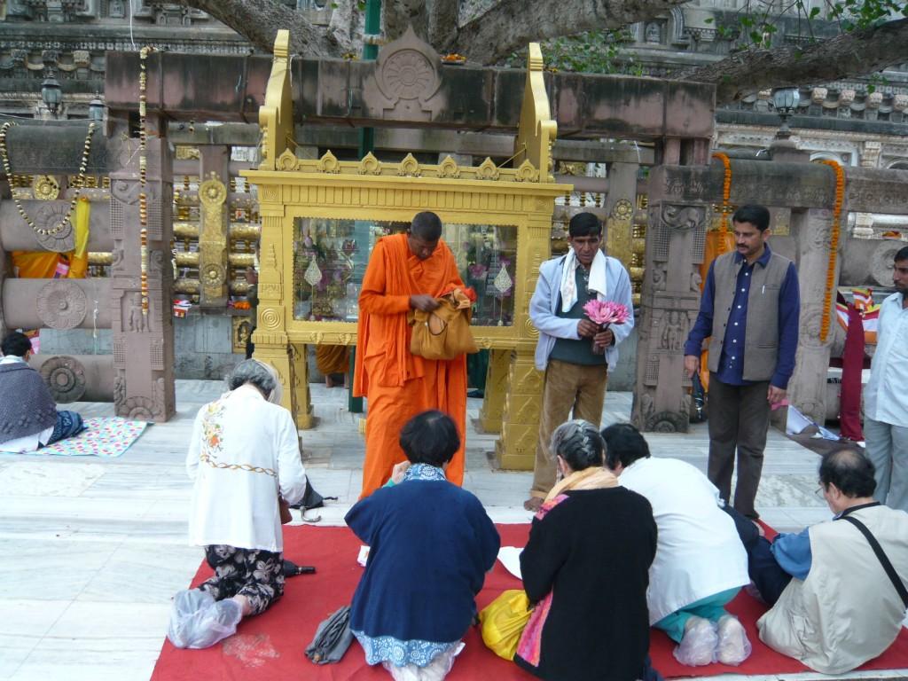 ブッダガヤ 大菩提寺のお祈り(プジャ)