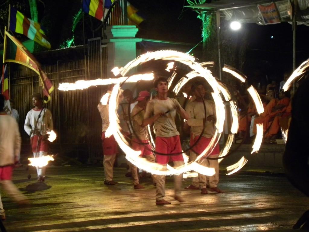 炎を使ったキャンディアンダンス