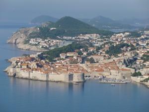 アドリア海に浮かぶドブロヴニクの旧市街