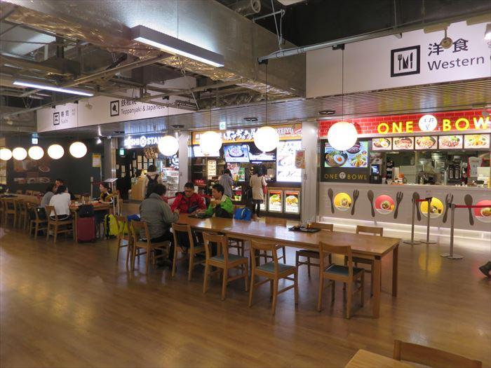 成田第三ターミナルのフードコート