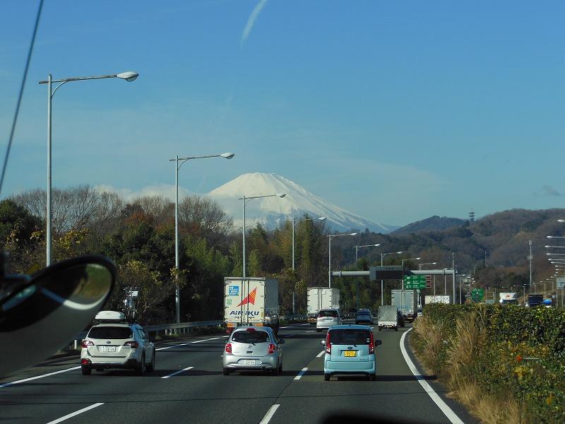 東名高速から見えた富士山