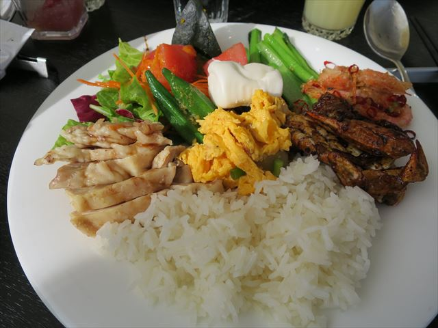 シンガポール料理のビュッフェ
