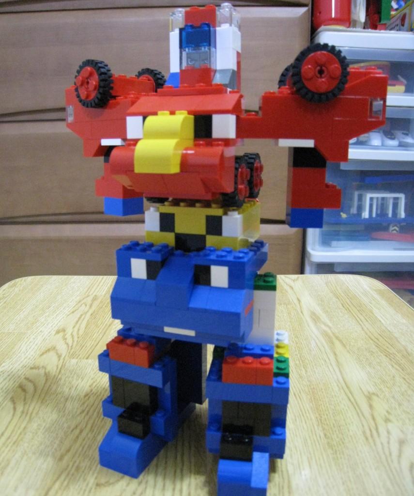 レゴブロックで合体ロボットづくり