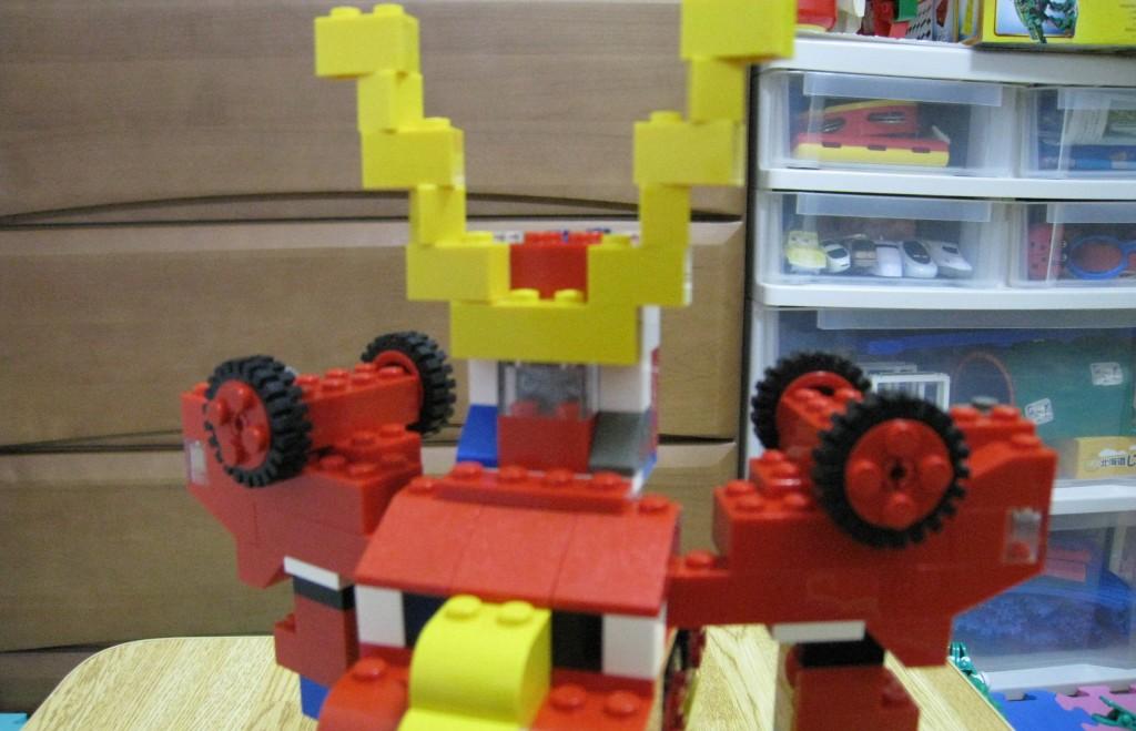 レゴブロックで変形ロボット